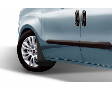 spatlappenset (mudflaps) front FIAT DOBLO, 2014-> vag. 2 pcs., Afbeelding 2